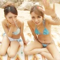 ビーチでWフェラ☆ビキニのかわギャルに逆ナン♪浜辺でフェラ&パイズリ-のサムネイル画像