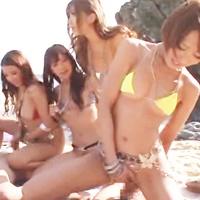 ビーチで潮吹き乱交ハーレム乱交♪淫乱JKたちの圧巻連続潮吹き☆-のサムネイル画像