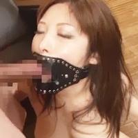 巨乳美女強制フェラ強引開口!閉じれない口に遠慮無く突っ込んでドピュ!-のサムネイル画像