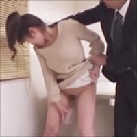 早く小便しろ!排尿箇所確認!薬中容疑者おさえつけて強制尿検査!-のサムネイル画像